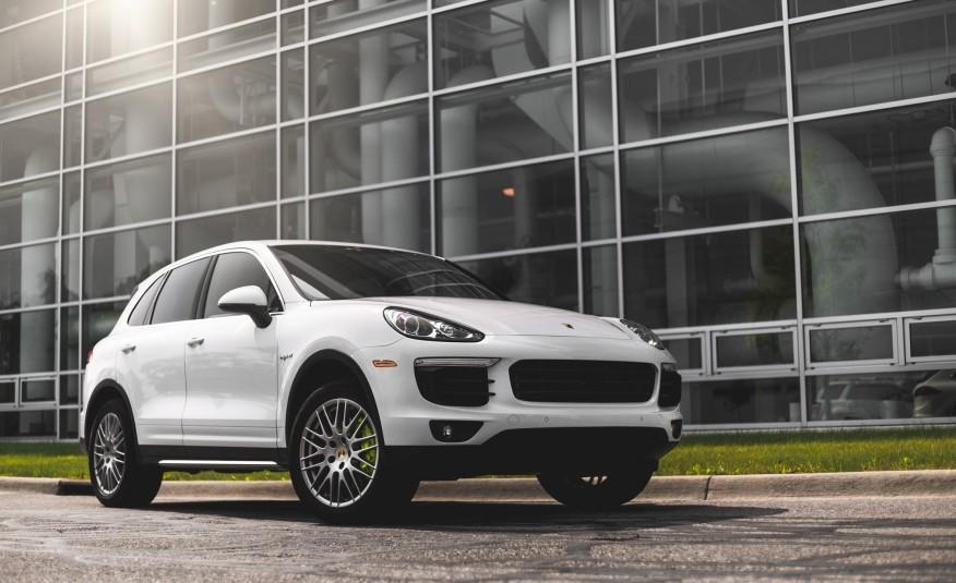 2015-Porsche-Cayenne-S-E-hybrid-107-876x535