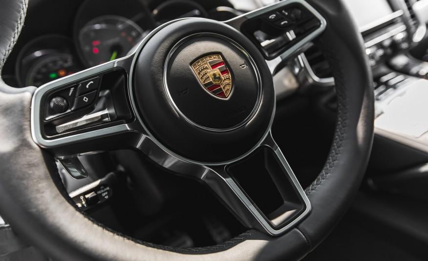 2015-Porsche-Cayenne-S-E-hybrid-131-876x535