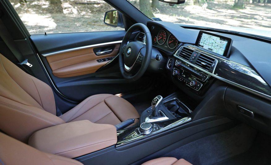 2017-BMW-330i-118-876x535